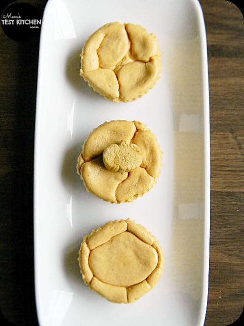 Mini Pumpkin Cheesecakes with Eggo Waffle Crust | www.momstestkitchen.com | #WaffleWednesdays