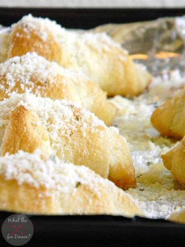 Simple Garlic Parmesan Crescent Rolls | MomsTestKitchen.com