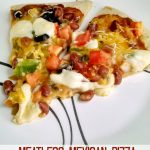A Kitchen Hoor's Adventures | Meatless Mexican Pizza