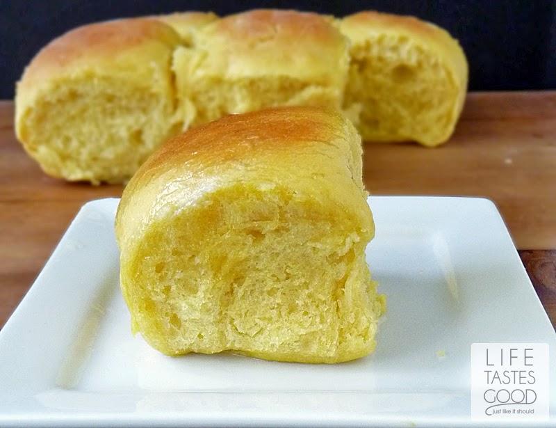 butternut-squash-dinner-rolls-h055