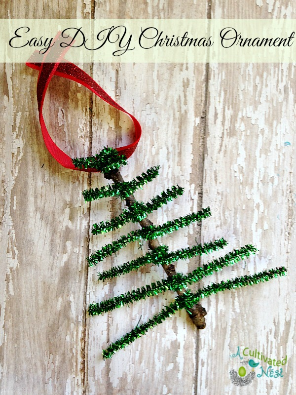 Easy-DIY-pipe-cleaner-Christmas-Tree-Ornament